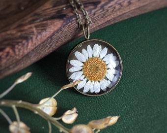 White Daisy Flower Necklace - Sunflower - Mori Girl - Botanical Woodland Real Flower - Pressed Dried Flower Pendant - Resin Glass