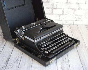 Typewriter Royal Deluxe Restored Portable Manual Typewriter 1936 Beautiful Professionally Serviced and Refurbised New Ribbon and Manual