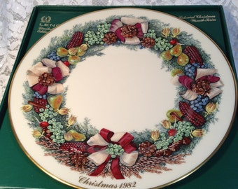 Lenox 1982 Colonial Christmas Wreath Plate, Massachusetts The Second Colony, Part of Set of Plates of Original 13 Colonies, Mint Condition.