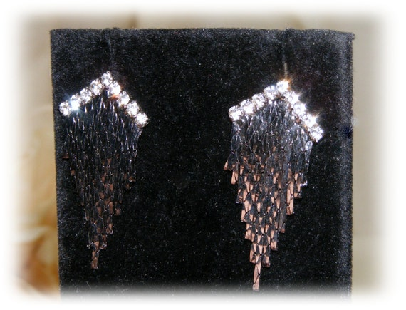 GORGEOUS PARTY EARRINGS . . pierced & perfect for after 5
