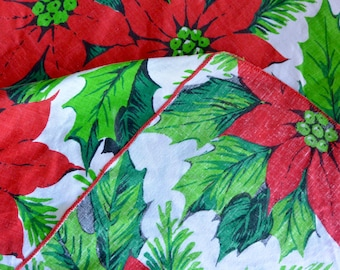 Superbe Vintage Round Holiday Poinsettia Tablecloth