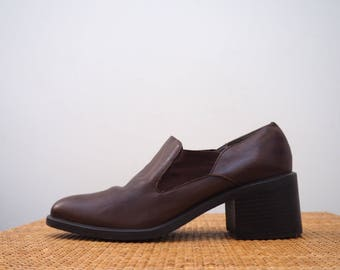 vintage 90's chesnut  brown leather slip on block heel almond toe shoes // chelsea boot // minimalist grunge boho // sz 8