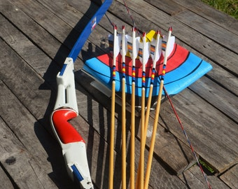 Archery take down Bow, Vintage Bear 76er, with arrows 50# recurve bow RH