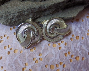 Vintage Lisner Silver Clip-on Earrings Signed Retro Design Signed Lisner Vintage Earrings