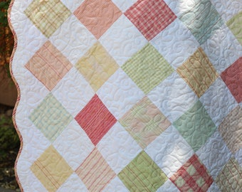 Scalloped Edge Baby Quilt
