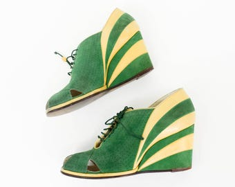 30s 40s Suede Wedge Shoes   Green & Yellow Leather Striped Lace Up Wedge   I.Magnin   Size 5