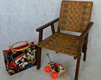 Petit fauteuil vintage et original bois et osier bandes naturelles et vertes