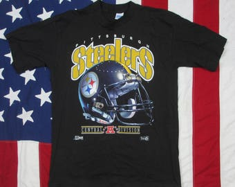Vintage 1990's Pittsburgh Steelers Helmet Graphic T-Shirt Large Salem Sportswear Black Gold Pennsylvania NFL Football AFC Nutmeg
