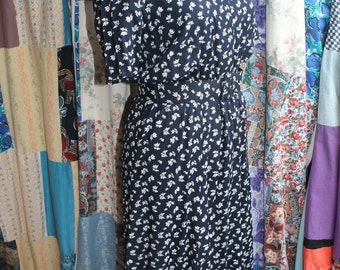 Navy and white belted dress REF530
