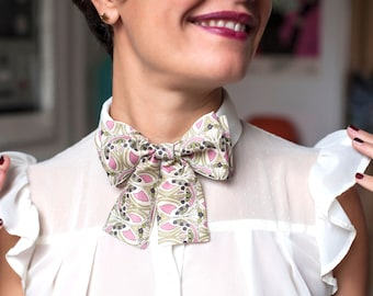 Ladies Liberty cotton and silk pre-tied Ascot Bow tie.