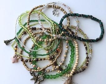 Set of 15 bracelets: Variant green/earth