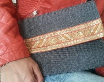 Cover in velvet with braid