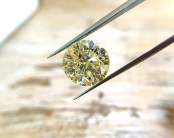 GOLDEN CHAMPAGNE MOISSANITE / 1.8 Ct. / Brilliant Round Cut / 8.10 mm / VS1