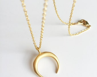 Gold plated chain and moon pendant necklace mast