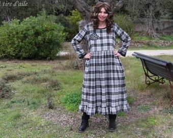 Robe en lainage à carreaux gris et noirs, romantique et shabby, style Les ours, boho, bohème, mori