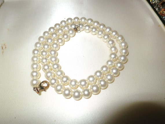 Vintage 1950s white glass pearl necklace 20""