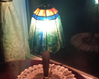 LL-WMC Lamp with hand made stained glass shade