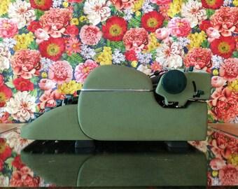 Typewriter working typewriter Remington Quiet riter typewriter with case green typewriter working standard portable