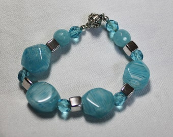 Turquoise Floral Glass Beaded Bracelet with Magnetic Clasp