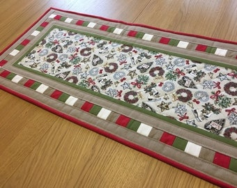 Christmas table runner, quilted table runner, festive table topper, holiday table runner, table centrepiece, modern table runner
