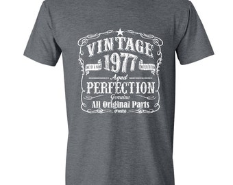 40th Birthday Gift For Men and Women - Vintage 1977 Aged Perfection Mostly Original Parts T-shirt Gift idea. GRAY 1977