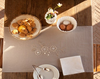 linen table runner hand embroidered/kitchen table runner/embroidered table runner/table runner with two napkins/natural table runner