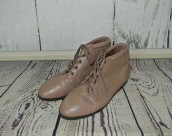 80s vintage Danexx Taupe Leather Ankle Boots / Chukka Boots Size 7