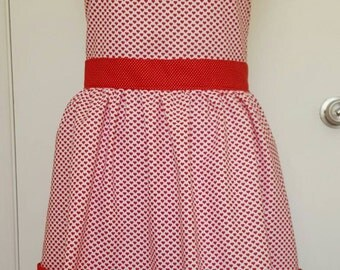 Heart apron, women's apron, misses apron, Valentine's Day gift, kitchen apron, heart print apron, gardeners apron, pocket apron, valentine