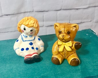 Vintage 1970s  Avon Raggedy Ann and Teddy Bear Salt and Pepper Shakers, Vintage Raggedy Ann Collectors Figurine, 1970s Kitchen Decor
