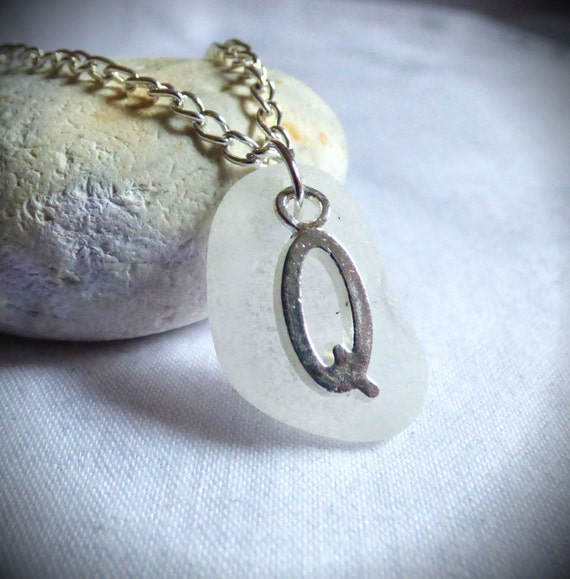 Letter Q Seaglass Pendant, Initial Q Pendant, Sea Glass Necklace, Letter Q Pendant, Initial Seaglass, Sea Glass Jewelry, Alphabet - PC17026