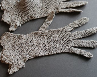 Pearl grey lace crochet gloves bracelet-length scalloped edge 20s to 40s style