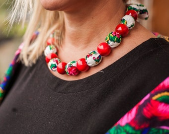 FOLK NECKLACE CORALS white and red, folk, flowers, pattern