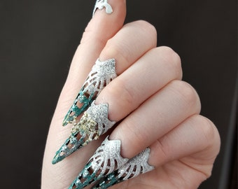Ice claws set in blue ice blue white glitter with real flower glitter claw hand jewelry rings