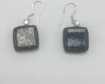 Square earrings in mottled green