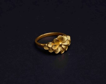 22K Yellow Gold Flower Ring - Chaba (S)