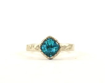 Vintage JCD Signed Rhombus Shape Blue Topaz Hammered Band Ring 925 Sterling Silver RG 2408