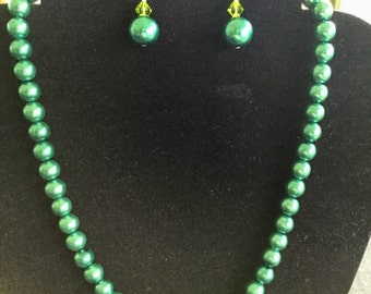 Iris Green Pearl Beaded Necklace
