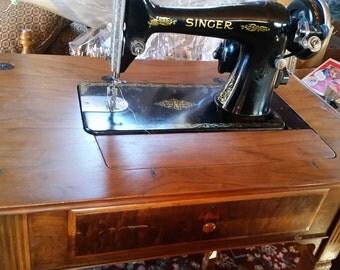 1930 Singer 66 Sewing Machine & De Luxe Table No. 40