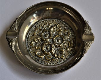 Silverplated Vintage Ashtray.Ashtray with bas relief  design.Encarved Vintage Ashtray.Decorative Metal Plate.Ring Holder