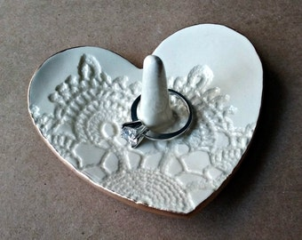 Ceramic Heart Ring Holder Off White edged in gold
