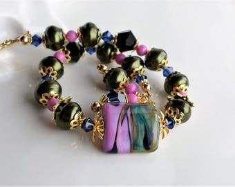 Orchid Purple Pink and Green Lampwork Bracelet, Green Pearl Lampwork Glass Beaded Bracelet, Green Pink Glass Crystal Bracelet, Gold Bracelet