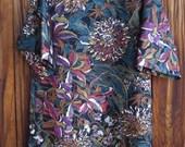 SIZE 14-16 The Mama San Mamasan Kappogi Full Coverage Smock Apron in Large Floral Print on Black Background - Size Medium (14-16)