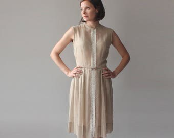 1950s Pleated Party Dress   Neutral Nude   Embroidered Floral Ribbon   small