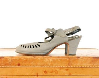 Vintage 1940s Shoes  - Dove Grey Suede Peeptoes with Cutaway Vamp  with Detailed Ankle Strap Size 10 N