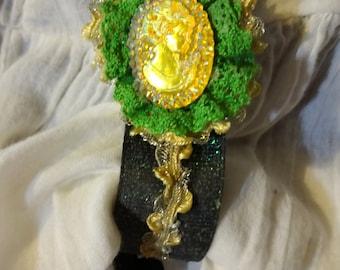 Golden Lady Skirt Lifter Set