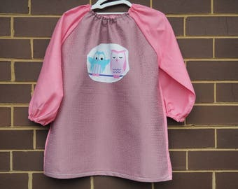 Back to school kids art smock, long sleeve waterproof front craft apron. Fits age 5 to 8. Pink owls.