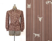 Vintage Novelty Print Blouse / 1970s Hunting Print Ascot Tie Blouse