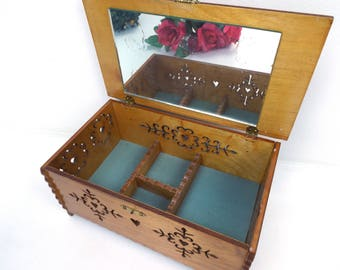 jewelry box vintage. wooden jewelry box. jewelry box wood. large jewelry box. wood cutouts. wood cut outs. floral de