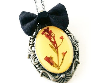 Pressed Flower Cameo Steampunk Gothic Lolita Vintage Fairytale Romantic Elegant Pendant Necklace
