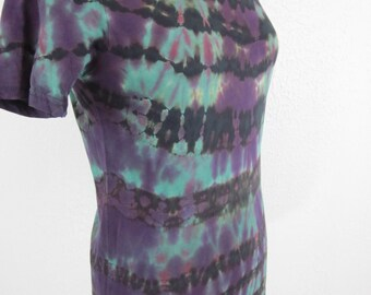 Size Large Shibori Spiral Purple Green and Black Scoop Neck T-shirt